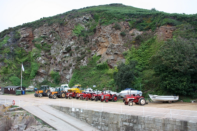 Towing tractors, Le Greve de Lecq