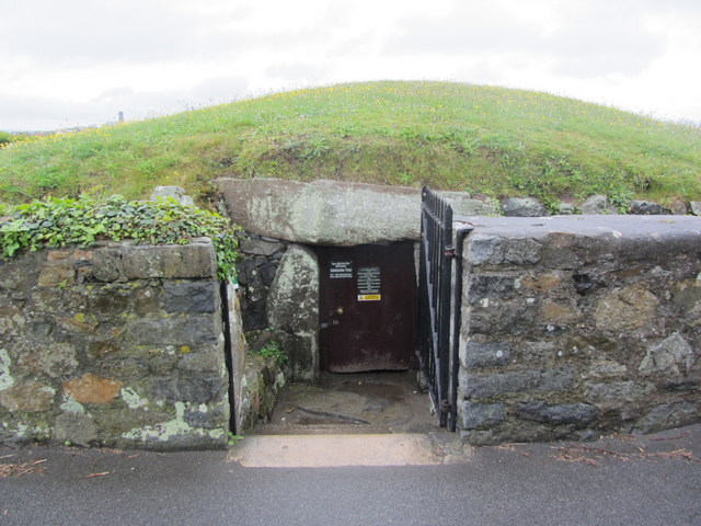 Entrance to Dehus Dolmen