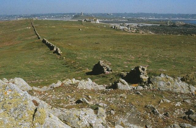 Remains of wall, Lihou