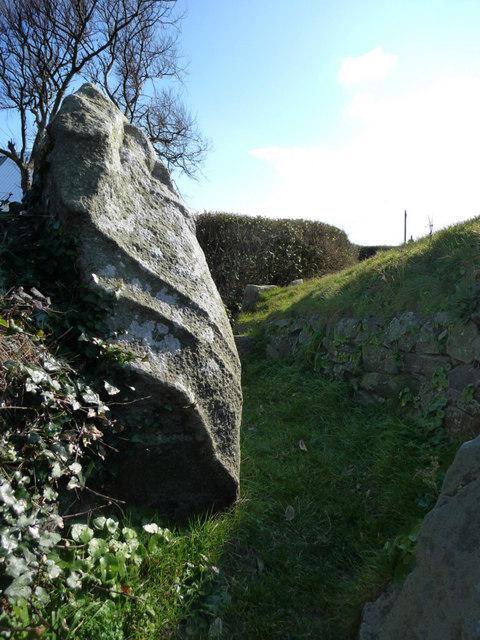 Le Dehus, Passage Grave