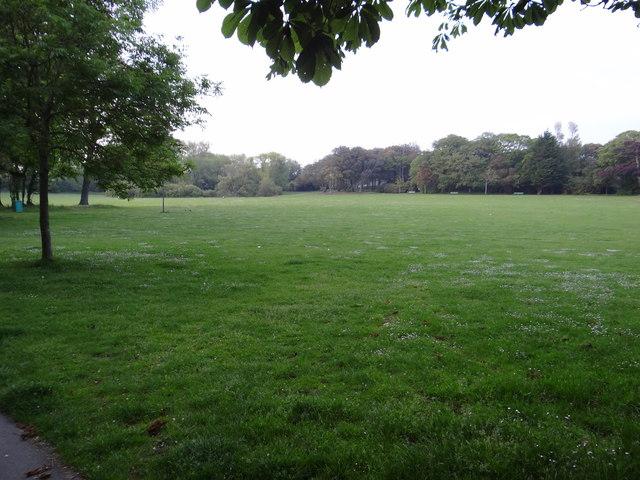 Saumarez Park near closing time