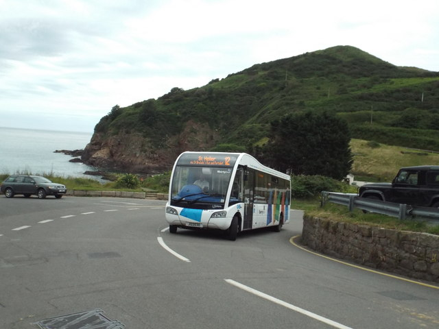 Bus leaving Greve de Lecq