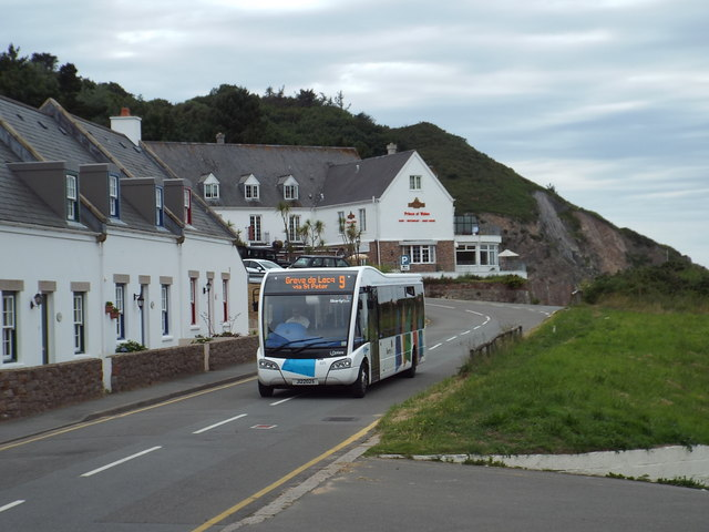 Bus arriving at Greve de Lecq