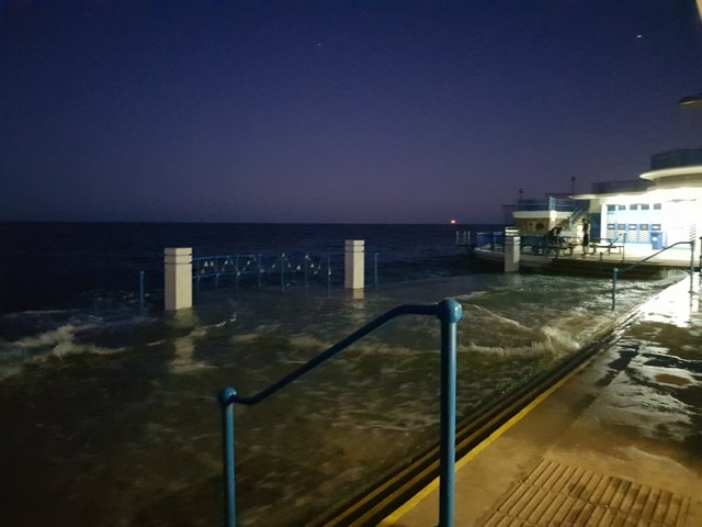 High tide at the Lido