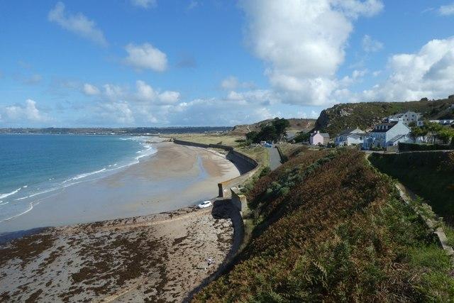 Beach and coast at Pulente
