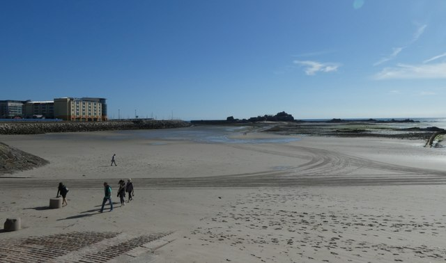 Beach and causeway to Elizabeth Castle