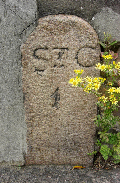 Old Milestone, A5, Green Road (Ancien jalon)
