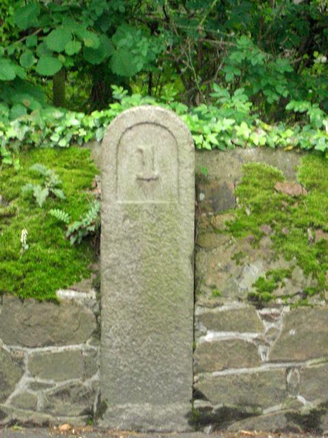 Old Milestone, A6, Bagatelle Road (Ancien jalon)
