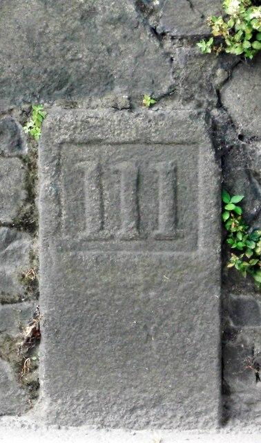 Old Milestone, La Route du Braye (Ancien jalon)